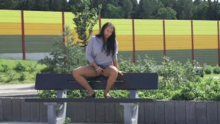 Ausschnitte aus Video TEEN AUF PARKBANK