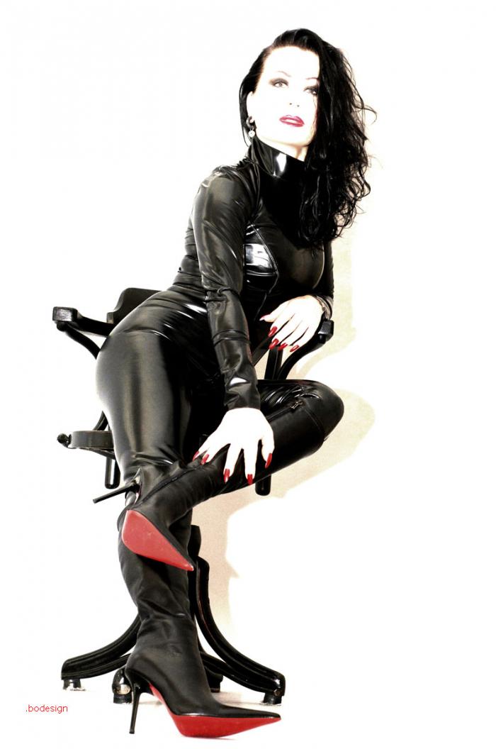 Latexfotografie - der Klassiker: schwarzes Latex