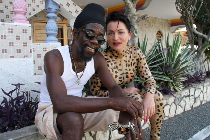 Leo-Outfit aus Latex auf Jamaika