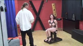Tittenfolter auf dem Sklavenbock