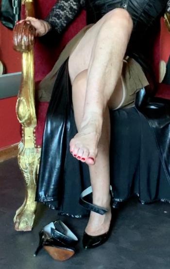 Leck meine nackten Füße