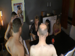 4 Nacktputzer von 3 ****n Angepisst