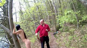 Aldina Bekommt am Badesee die Peitsche zu Spüren