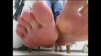 Verschwitzte Füße! Los, kriech und leck!No243