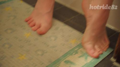 Fussfetisch im Badezimmer
