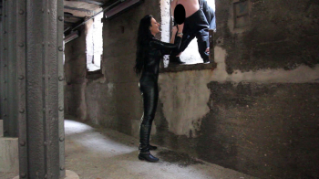 Lady Luciana - Eier langgezogen im Tunnel