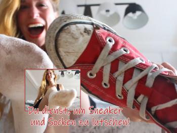 Du zahlst, um Sneaker und Socken lutschen zu dürfen