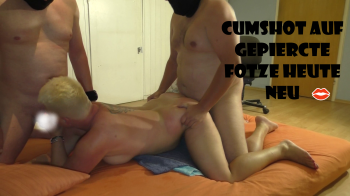 Cumshot auf gepiercte ****