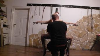 Sklavenstuhl 2 nun kommen Gummibänder zum Einsatz