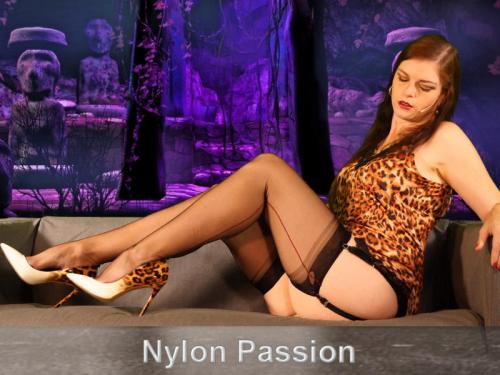 Nylon Passion - Vintage-Nylon-Teasing