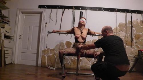 Sklavenstuhl 4 Teil die Sklavin wird befreit und darf ****