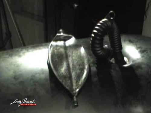 Lady Pascal - Katheder im aufblasbaren Gummisack