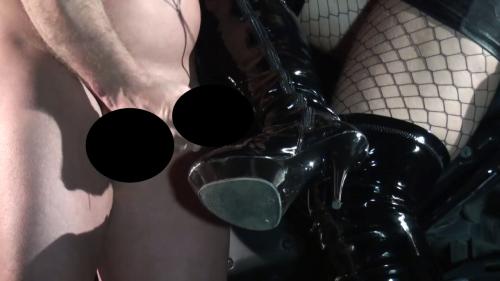 Lady Luciana - Auf die Stiefel gespritzt.