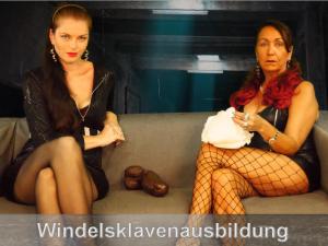 Windelsklave von zwei Herrinnen