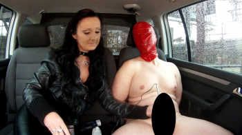 Lady Luciana - E-Play im Auto