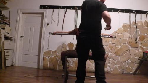 Sklavenstuhl 1 ich binde meine Sklavin auf ihrem neuen Thron
