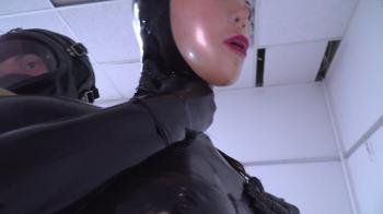 Fetish Narzisse - Gefesselt und Gefickt in Latex
