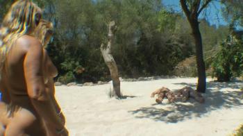 2 Typen beim Sonnenbad Angepisst