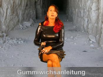 Gummiwichsanleitung in Gummihandschuhen