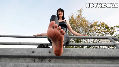 Leck die Füße sauber