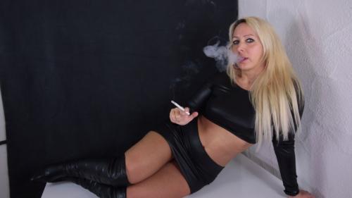 XXL Schwanz fickt die Smoking Diva