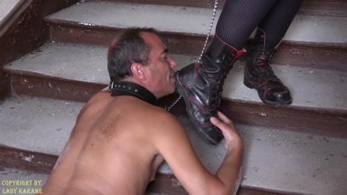 Der Dreck an meinen Stiefeln ist ein Festmahl für DichNo203