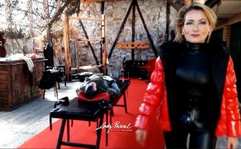 Lady Pascal - Atemkontrolle mit Daunendecken und mehr...