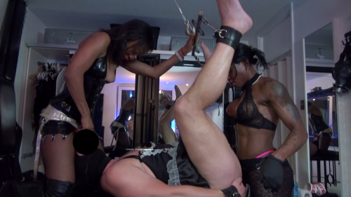 Mistress Kiana - Unsere Strapon Schlampe