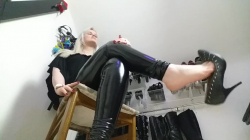 You are addicted to my divine feet No239
