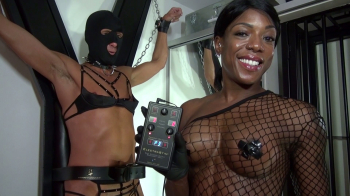 Mistress Kiana - E-Play am Kreuz