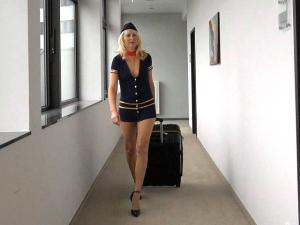 Der geilen Stewardess ins Maul gerotzt!