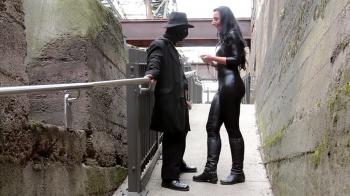 Lady Luciana - CBT und Nippleplay in der Öffentlichkeit