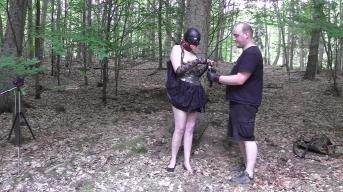 Die kleine Sklavin Natascha wird im Wald von mir Gezüchtigt
