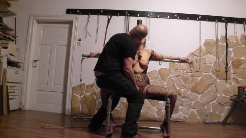 Sklavenstuhl Teil 3 der Power Vibrator kommt zum einsatz